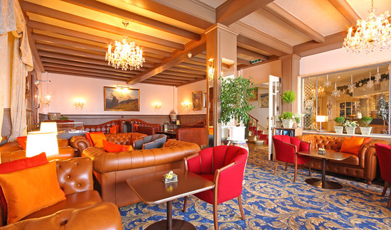 Hotel Eiger Restaurant: Lobby for drinks and snack