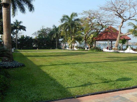 Taj Malabar Resort & Spa Cochin: jardin
