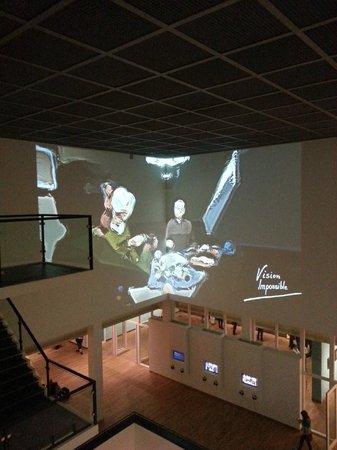 Museo Van Gogh: Some graphic displayon lobby ceiling - 3D Van Gogh