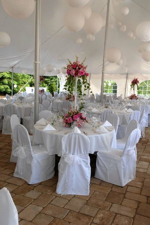 Chateau Morrisette Winery: Wedding Event on Chateau Morrisette Courtyard