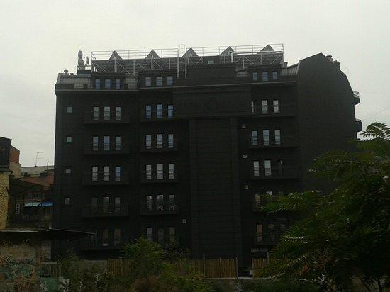 Solun Hotel & SPA: Vista del retro dell'hotel dall'ambasciata d'Italia a Skopje
