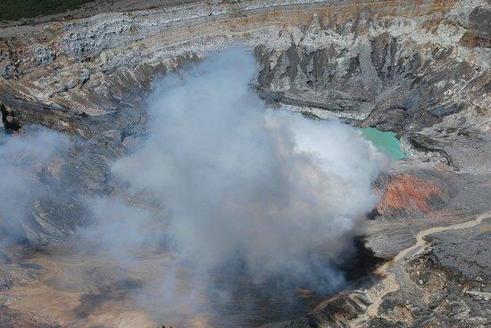 Poas Volcano: fumerolles du volcan poas
