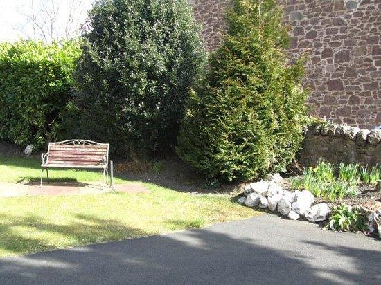 Glengarry Guest House: Garden
