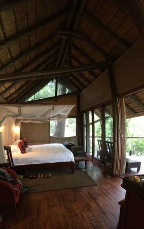 Rhino Post Safari Lodge: Room