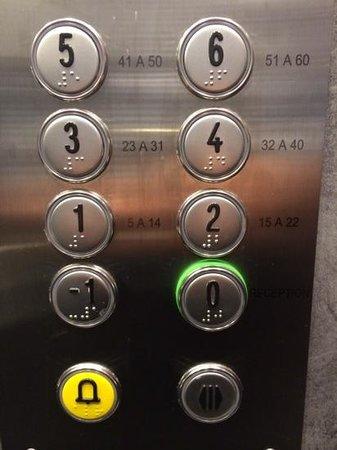 Hotel du Levant : лифт в отеле