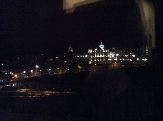 Mercure Edinburgh City - Princes Street Hotel : view from the 2nd room
