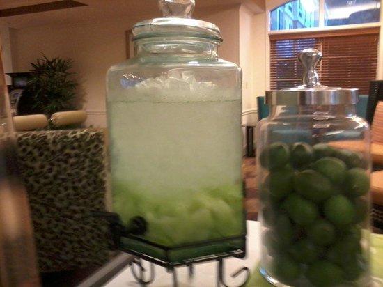 Hilton Garden Inn Calabasas: Honeydew melon water in hotel lobby