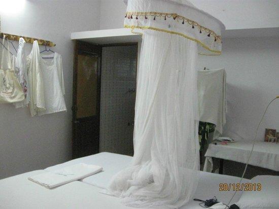 Jickys Nest: кровать с москитной сеткой, сан узел без претензий