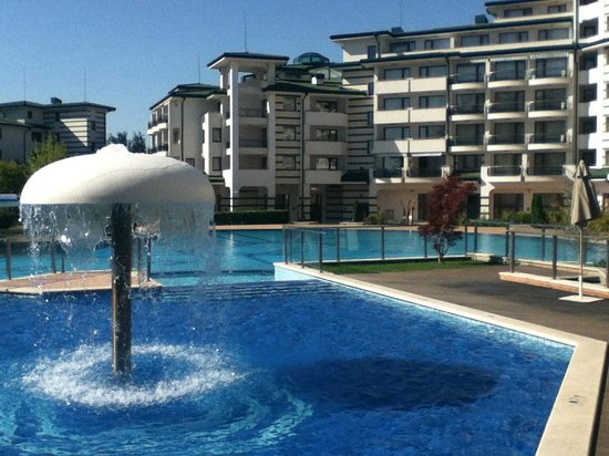 Emerald Beach Resort & Spa: Эмеральд территория у бассейна