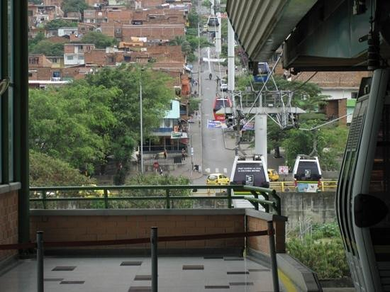 Medellin Metrocable: From Acevedo station