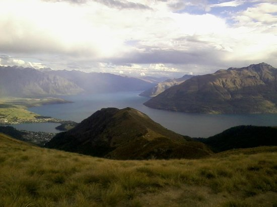 Garden Court Suites & Apartments: Views from Ben Lomond, above Queenstown.