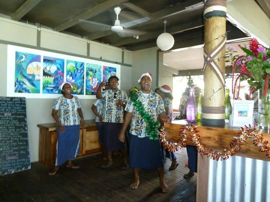 Blue Lagoon Beach Resort : Christmas day staff singalong