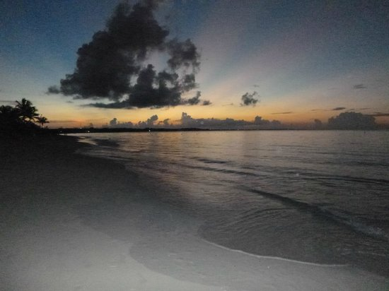 Alexandra Resort : night view of grace bay beach