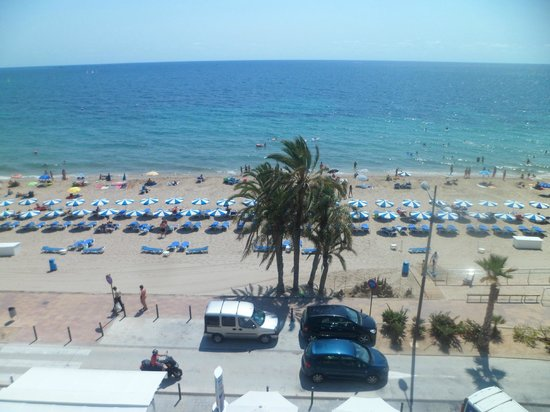 Allon Mediterrania Hotel : Beach in front of hotel