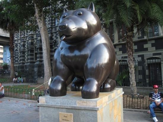 Musée d'Antioquia : Botero Dog on the plaza