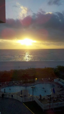 Sunset Vistas Beachfront Suites: Beautiful Sunsets