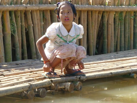Taunggyi, Birmanie (Myanmar) : Local girl at Indein Village