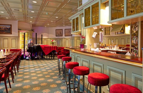 Central Sporthotel Davos: Pianobar
