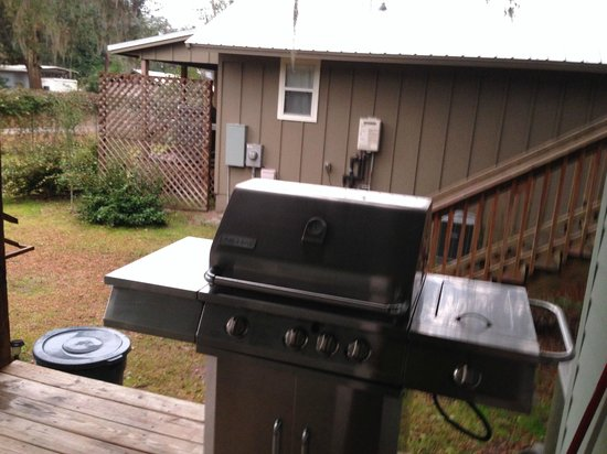 Welaka Lodge & Resort: gas grill