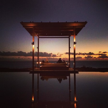 Amanyara: Pool at sunset