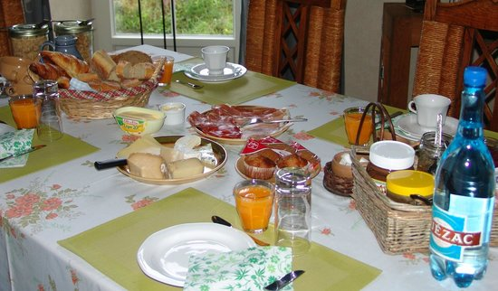 Le Buala : Petit déjeuner / breakfast / ontbijt