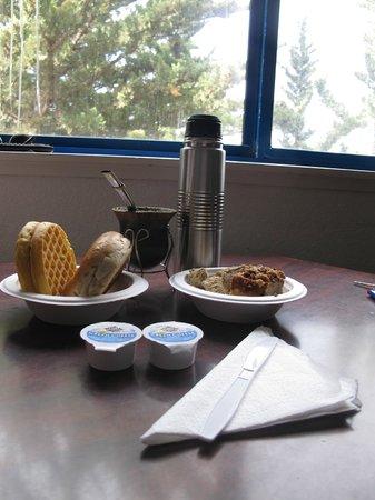 Econo Lodge Bay Breeze : desayuno en la habitacion del hotel