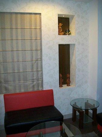 Hotel Niharika: Sitting area
