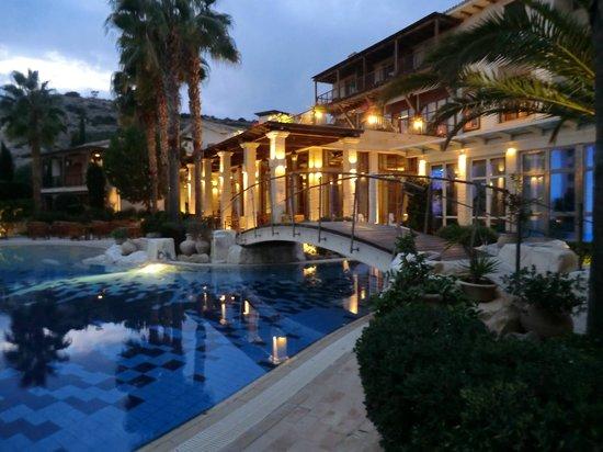 Columbia Beach Resort Pissouri: Pool bridge by night