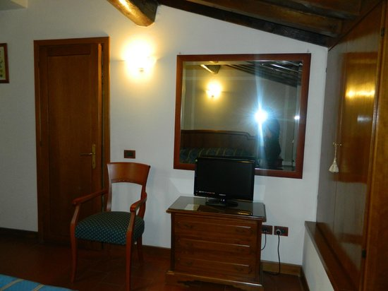 Strozzi Palace Hotel : suite raffaello