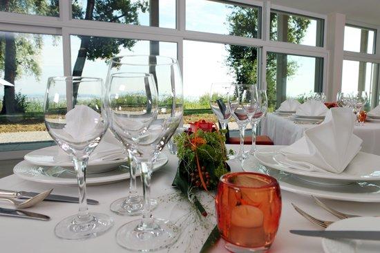 Que Es Tisch : Gedeckter Tisch fotografía de Hotel Sokrates, Güttingen