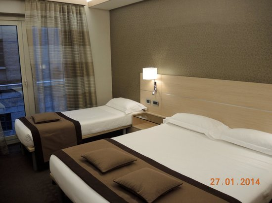 iQ Hotel Roma: Room with extra bed