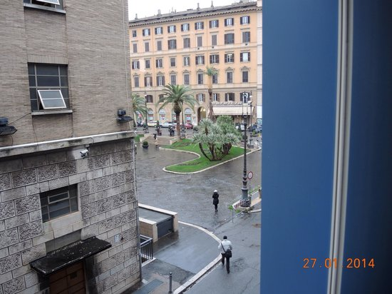 iQ Hotel Roma: View from room, opposite to opera theater