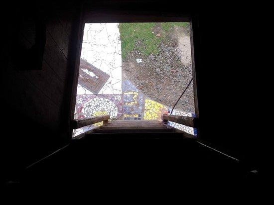 Rocking J's: escaleras del cuarto