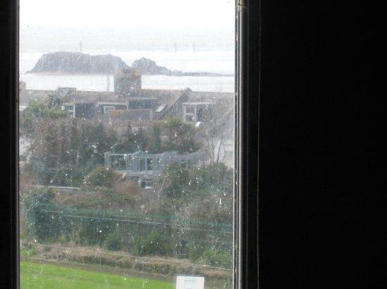 Best Western Duke Of Cornwall Hotel: Rainy Day view of Drake's Island!