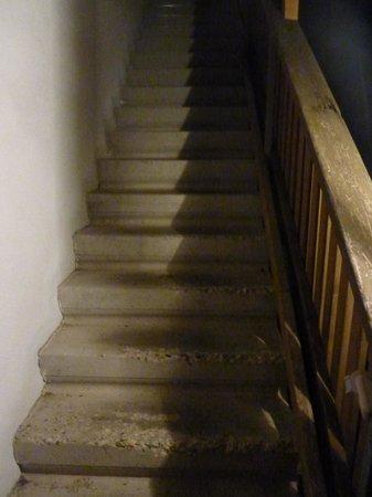Hotel Waldhaus: Treppe zu den Zimmern im Nebengebäude