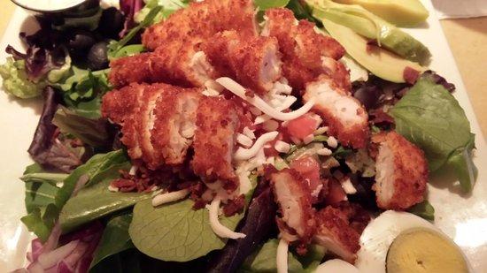 ViVA Bistro & Lounge: Sicilian Crunchy Chicken Salad