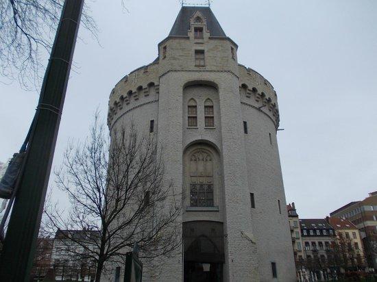 Porte de Hal : Front view - main entrance