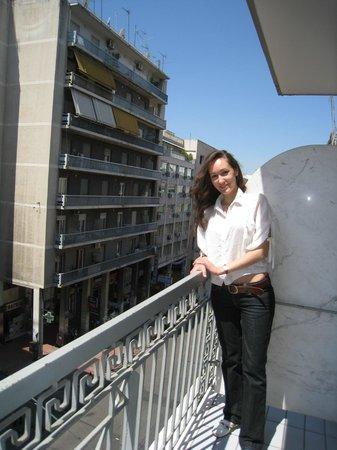 Achillion Hotel: балкон номера, выходящего на Агиу Константину