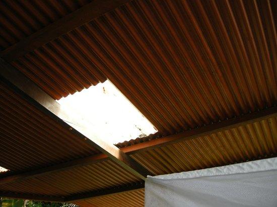 Lookout Inn Lodge: TECHO HABITACION