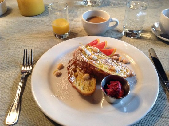 The New Victorian Mansion Bed and Breakfast: Breakfast (minus sausage)