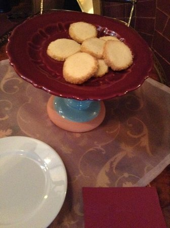 The New Victorian Mansion Bed and Breakfast: Cookies waiting for you.
