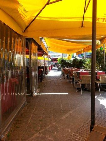 El Peregrino : Cobertura para o sol na calçada muito bom