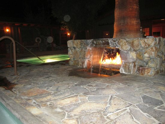 Sparrows Lodge : Pool and spa side at night & neat fire / water interest