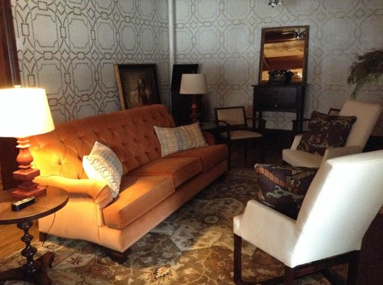 The New Victorian Mansion Bed and Breakfast: Main sitting area downstairs.