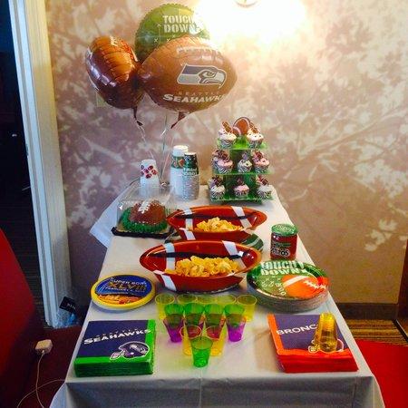 Residence Inn Greenbelt: Table sits 4 people