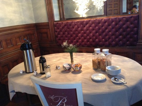 The New Victorian Mansion Bed and Breakfast: Coffee, tea, and cereals.