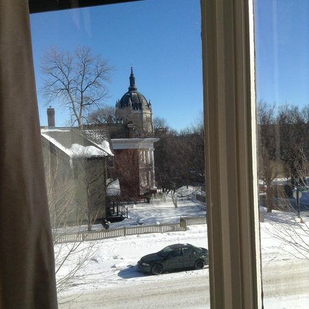 The New Victorian Mansion Bed and Breakfast: View from the room: Cathedral of Saint Paul