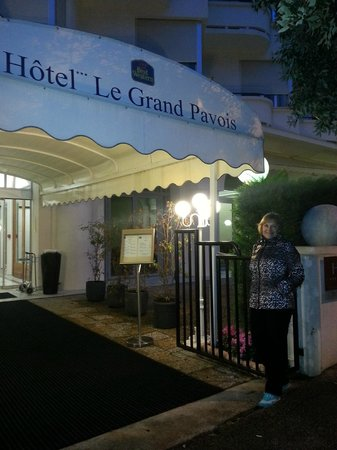 BEST WESTERN Le Grand Pavois: У входа в отель