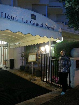 Hotel Le Grand Pavois: У входа в отель