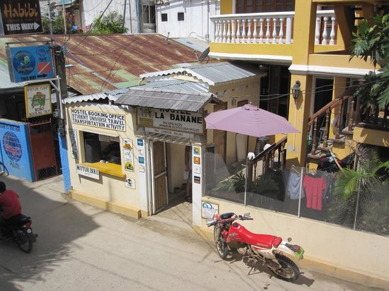 La Banane Hostel: View from our room, front entrance of hotel.